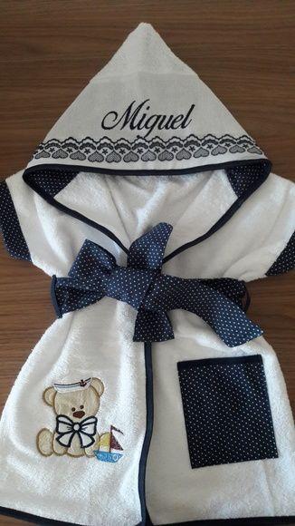 Roupão infantil é produzido em atoalhado de excelente qualidade e tricoline 100%algodão com detalhes em bordado inglês.. O modelo veste de 0 a 3 anos para idade superior nos consulte.