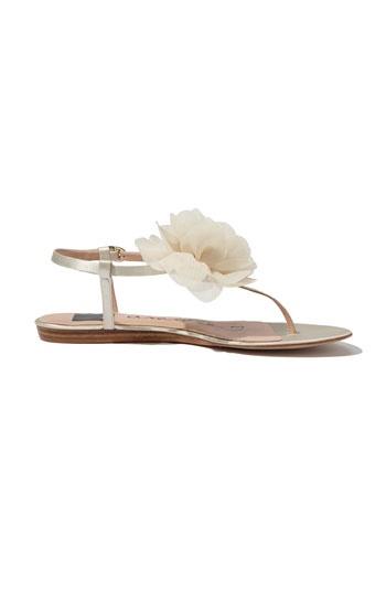 flat wedding shoe, Go To www.likegossip.com to get more Gossip News!