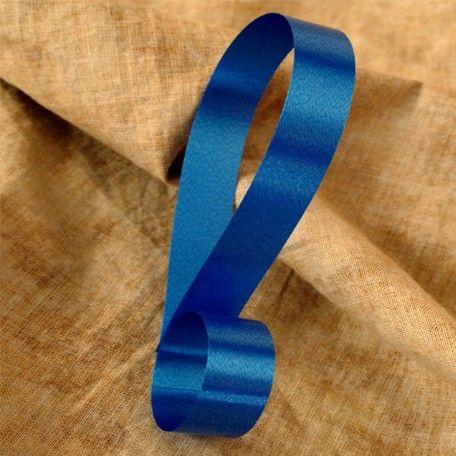 Cinta decorativa lisa color azul oscuro, disponible en 4 anchos. Riza fácilmente con las tijeras o un rizador.