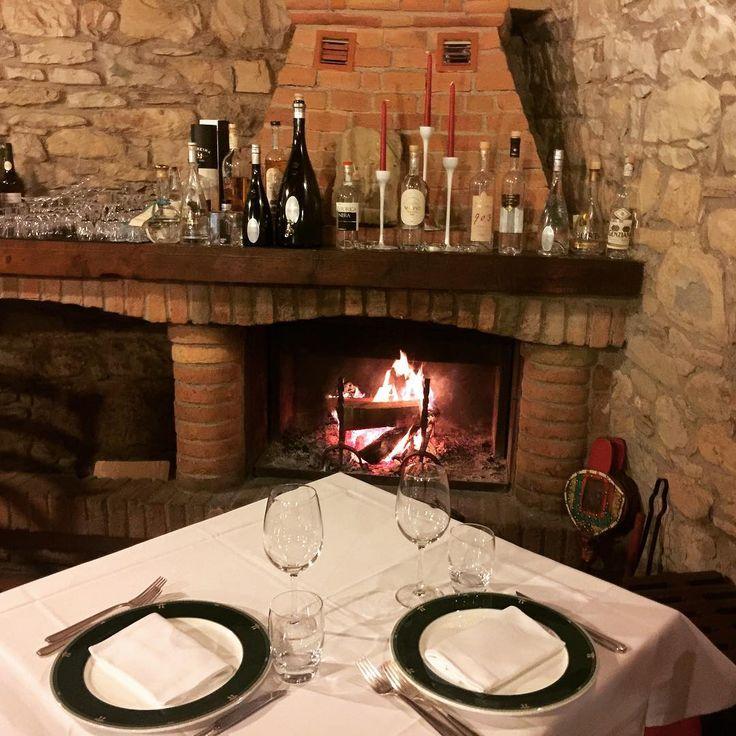 Dopo una settimana intensa avete voglia di concedervi una serata romantica? Abbiamo il tavolo giusto per voi! Presto dettagli dal link in bio⤴️ #staytuned #prenotatoperdue #blog #blogger #foodblog #foodblogger #cena #dinner #romantic #love #lovefood #ristorante #restaurant #couple #coppia http://www.butimag.com/ristorante/post/1467458754987256934_2204900397/?code=BRddfZ1jWxm