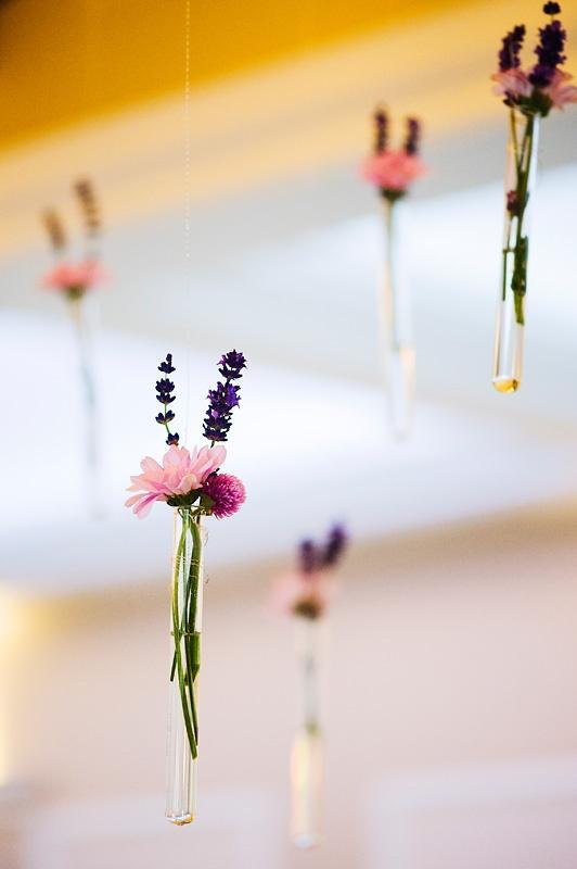 kwiaty w probówkach