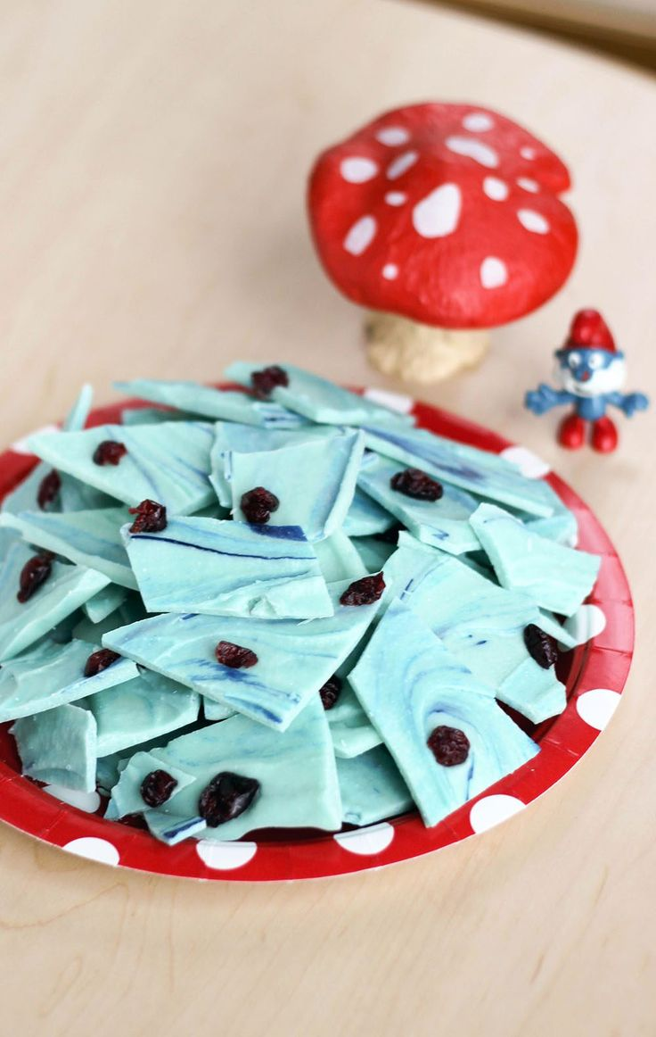 Smurfberry Bark Recipe for a Smurf themed kids party
