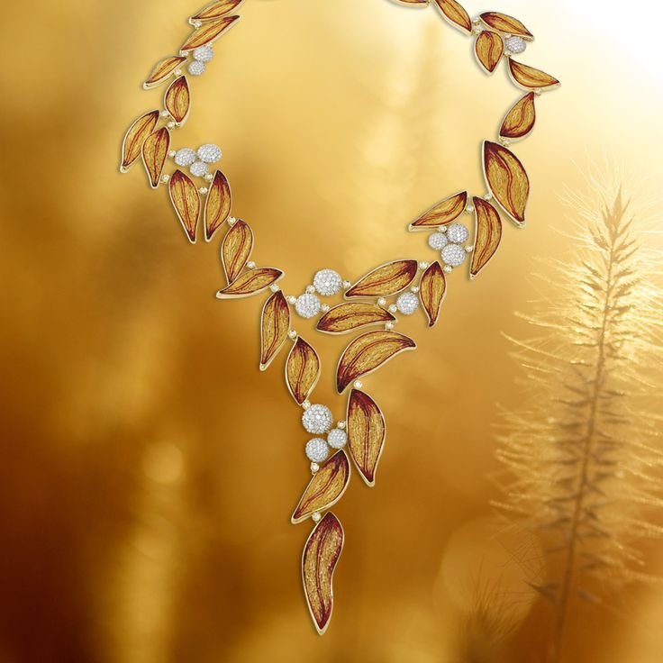 Simplicity turned into something gorgeous: micromosaic and diamonds on yellow gold create our stunning Lauro by Roger Thomas Necklace.
