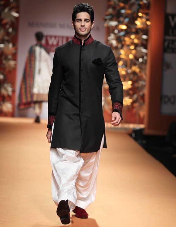 Sidharth Malhotra on the ramp for Manish Malhotra in a black bandhgala with embroidered collar and white Patiala at the Wills India Fashion Week in Delhi #Bollywood #Fashion #WLIFW