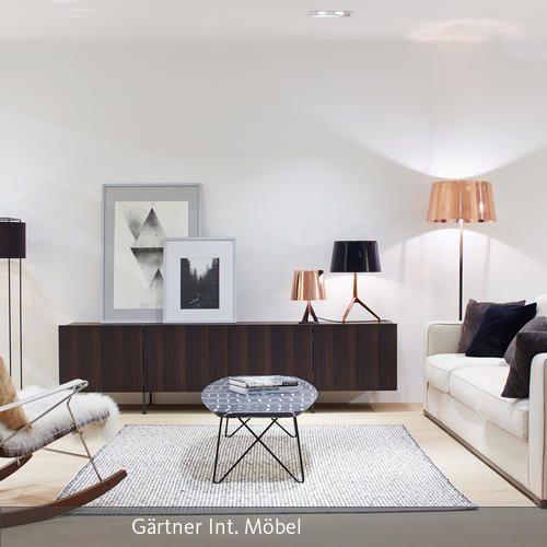 stylische wohnzimmereinrichtung zwischen moderne und vintage wenig farbe ein paar ruhige akzente fertig