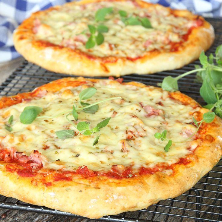 Superläcker pizza med en snabbgjord botten som är gudomligt god! Snabb bakpulverpizza