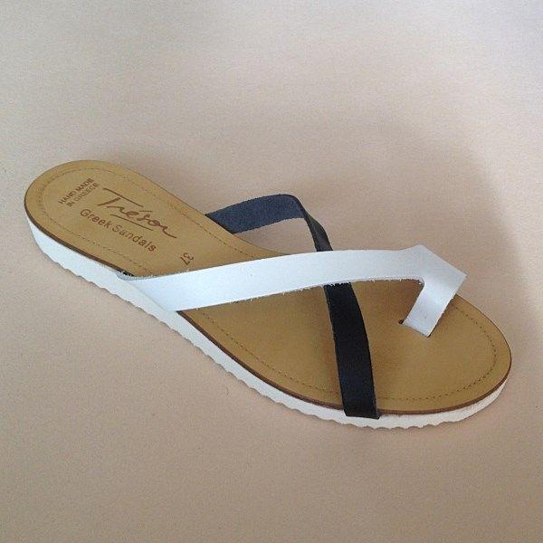 Greek Sandals (Δερμάτινα :: Πέδιλα, Σαγιονάρες, Παντόφλες) @ www.GreekShoes.Net > Κωδικός: 260.511 > Μεγέθη: Νο.35-Νο.41 (τιμή 30€) & Νο.42-Νο.45 (τιμή 40€) > Σόλα: Σφήνα ή Φλάτ | Λευκή ή Μπέζ > Χρώματα: Άσπρο-Μαύρο, Ταμπά-Χρυσό, Μαύρο-Χαλκός