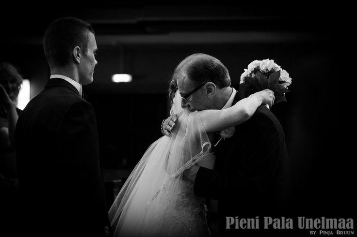 Wedding_Tiina&Joonas_20140524_PieniPalaUnelmaabyPinjaBruun-29  | #wedding #documentary #bride&dad #photography #scandinavian