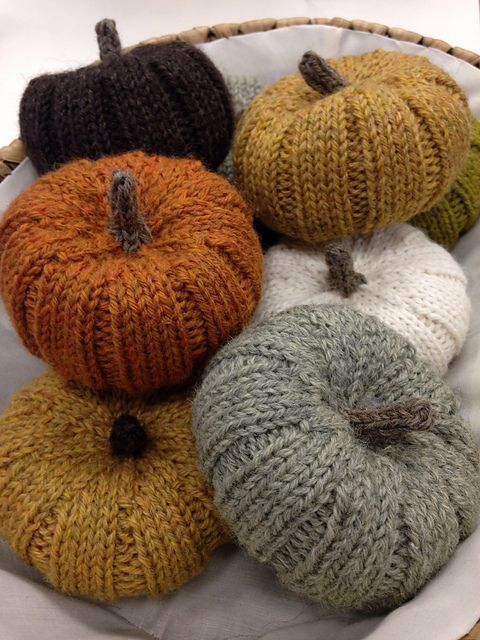 Love these knit pumpkins. Definitely need to make these for the house #falldecor