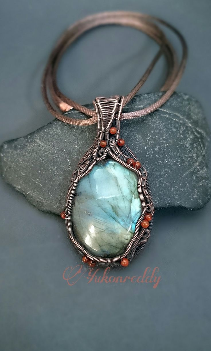 EDITOR'S CHOICE (01/12/2017) Labradorite wire woven necklace by Becca Ross View details here: http://jewelers.community/creations/4132-labradorite-wire-woven-necklace