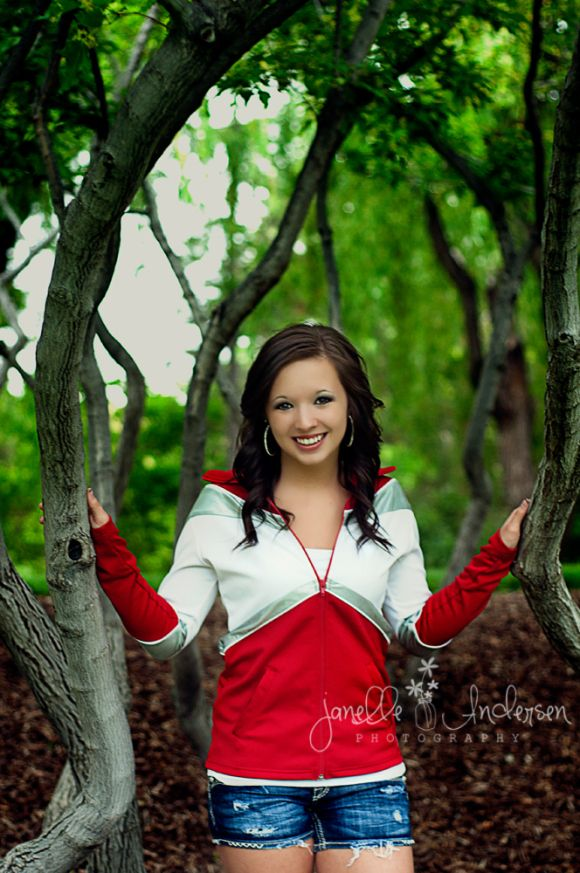 pictures of senior picture ideas for girls outside