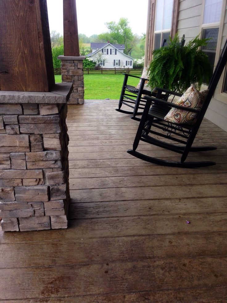 Stamped concrete that looks like wood! #frontporch #farmhouse #craftsmanporchpost