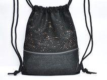 Rucksack mit Zip Dieses hippe Trendteil gehört in jede Garderobe. Schwarzer Canvas mit leicht schimmerndem Kunstleder. Der Goldkrone metallic Effekt gibt dem Design noch den letzten Schliff