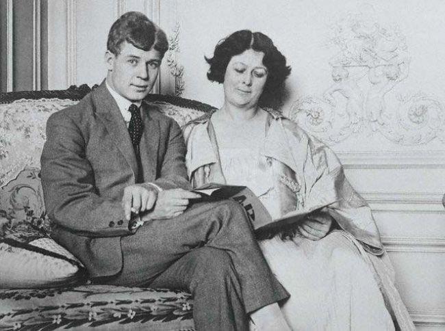 Сергей Есенин и Айседора Дункан (да, вот эта толстенькая тетенька)