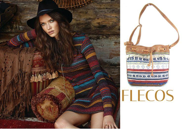 Los flecos son un motivo decorativo de estilo étnico. En un principio, se usaban para adornar los remates de las prendas veraniegas. Sin embargo, en la actualidad, su implantación se ha extendido también a la temporada de invierno (bolso IBIZA, tejido en algodón). #outfits #trends #bags #bolsos #capazos #style #fashion #flecos #modaibicenca