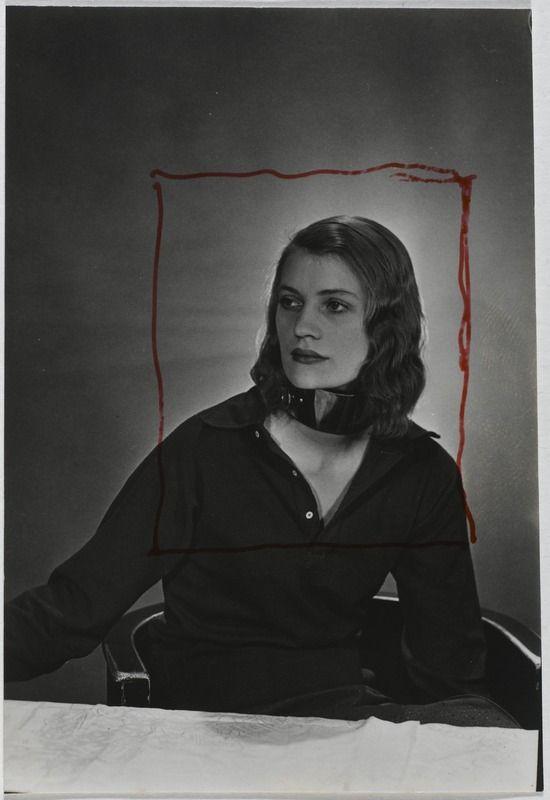 Lee Miller au collier ( de la série avec Roland Penrhose «Le collier») 1932. Ph. Man Ray
