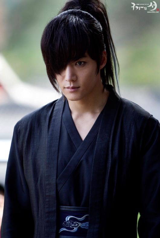 Choi Jin Hyuk a.k.a Wol Ryung in Gu Family Book. He's like....so sexy. I cry every time I watch his and Seo Hwa's end. Boo. :(