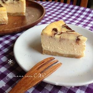 簡単ですが、ほんとに濃厚で口の中で溶けます。けどしっかり存在感のあるチーズケーキです。混ぜたら後は焼くだけ!作業時間は5分くらいです。