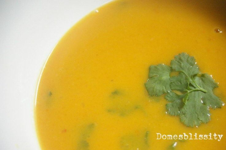 Domesblissity: Coconut Curry Pumpkin Soup I'm so ready for fall!
