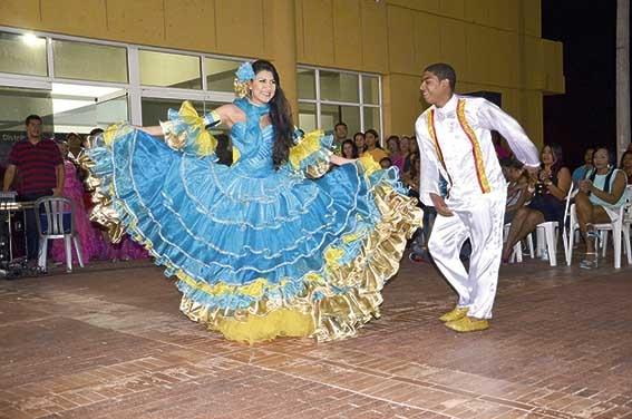 Imponen banda a Reina del Carnaval 2013
