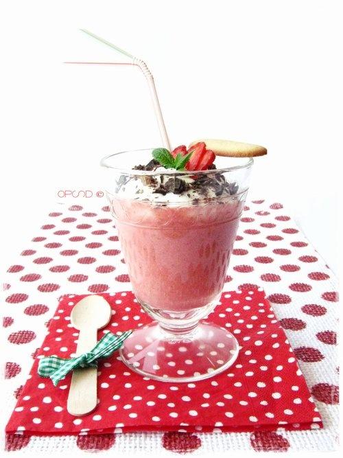 "{Ricetta vintage}  ""mangiaebevi"" alle #fragole con #cioccolato - {Vintage recipe} Delicious strawberry #smoothie with chocolate"
