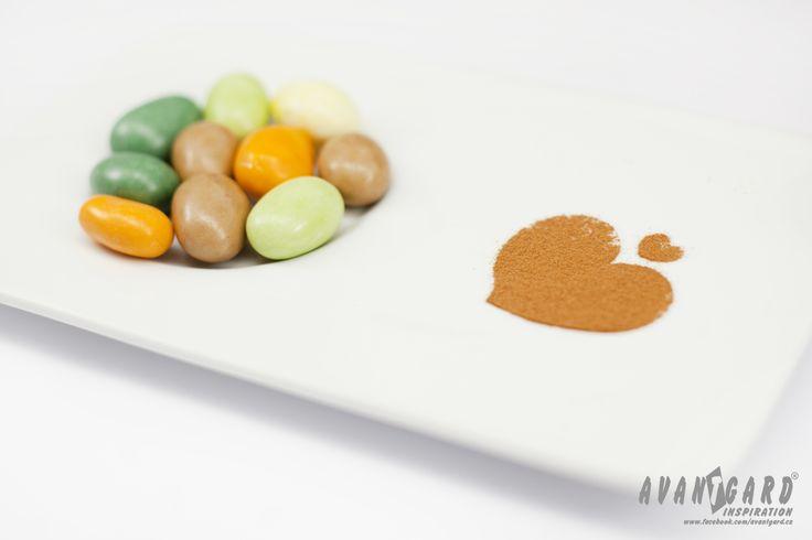 Barevné svatební mandle a čokoládky   ///   Colour wedding almonds and chocolate   ///   Colour wedding inspiration