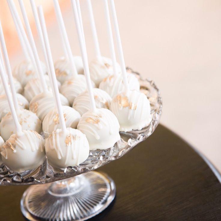 Estuvimos en el lanzamiento otoño-invierno de @carteras.italianas 👜 acompañando con bocaditos: cake pops, cookies, gemas, y mini donuts. Tremendas fotos de @maraventolaphoto @maraventola 📷 Pedidos y consultas 💌 contacto@kekukis.com.ar #cake #pastry #kekukis #carteras #cakepops #cookies #chocolategems