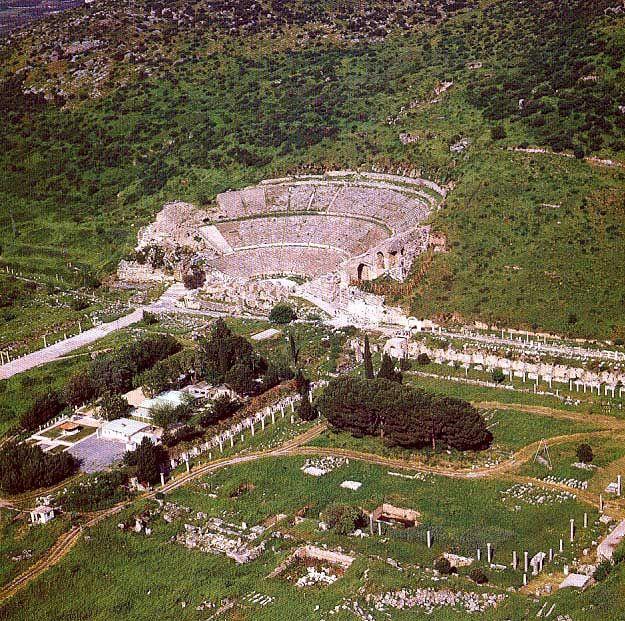 Efes antik kenti/Selçuk/İzmir/// Anadolu'nun batı kıyısında, bugünkü İzmir ilinin Selçuk ilçesi sınırları içerisinde bulunan, daha sonra önemli bir Roma kenti olan antik bir Yunan kentiydi. Klasik Yunan döneminde İyonya'nın on iki şehrinden biriydi.