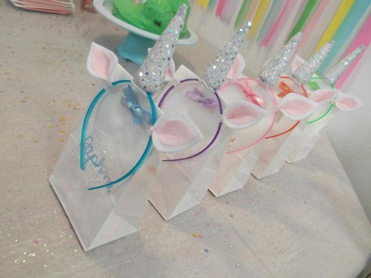 Wir hatten schon lange nach einem süßen Give-away für die Unicorn-Kindergeburtstags-Party gesucht. Dieses Gastgeschenk ist ideal für die kleinen Einhörner. Danke für diese süße Idee! Dein balloonas.com #kindergeburtstag #balloonas #einhorn # unicorn # party # mitgebsel