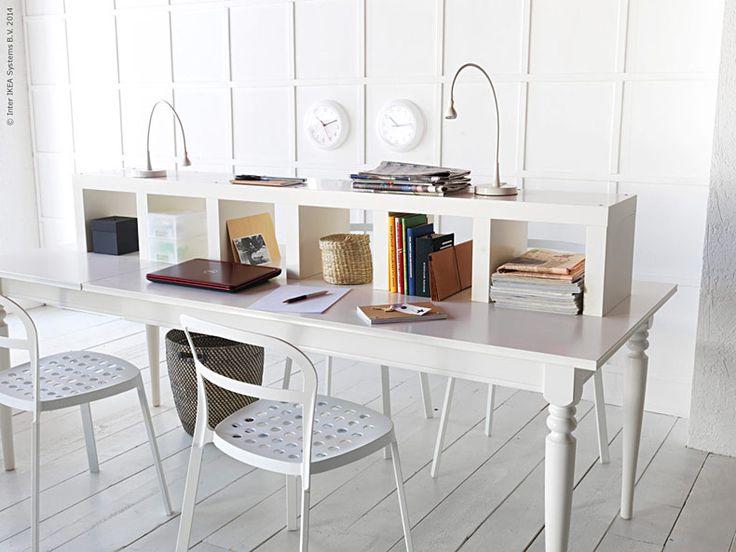 En plats som är lätt att arbeta vid och skön att vila ögonen på blir det perfekta hemmakontoret. Vitt på vitt skapar lugn och gör det trevligt att sitta längre stunder vid bordet.