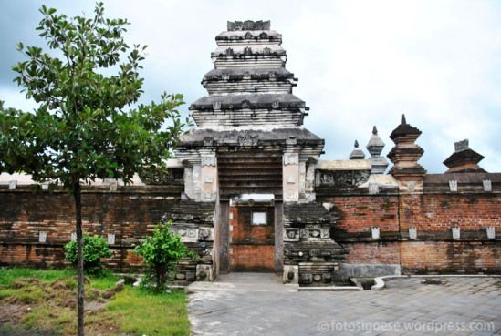 "Kota Gede, Javanese for ""Big City"" is a historic neighborhood in Yogyakarta, Indonesia. It is the site of the leftovers of a palace Kraton during 1500s and1600s for the sovereigns of Mataram. Matar..."