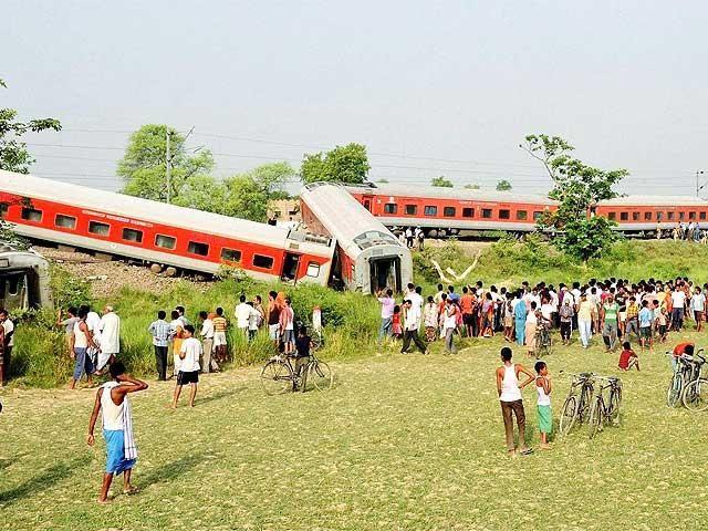 Slideshow : Latest pics: Rajdhani Express derails near Chapra in Bihar - Latest pics: Rajdhani Express derails near Chapra in Bihar - The Economic Times