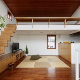 眺めの良いルーフテラスの家の部屋 畳敷きのダイニング