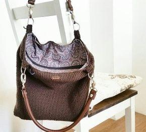 Einfache schöne Handtasche selber schnell gehäkelt. http://einfachundkreativ.de/handtasche-einfach-selbst-gehaekelt/