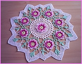 Doily with pink flowers in relief and free pattern, crochet!