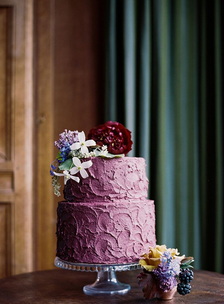 To the Manor Born: Beautiful Scottish Wedding Inspiration | A blueberry buttercream textured cake.  Florals: Pyrus | Cake: Big Bear Bakery. #weddingcake #blueberry