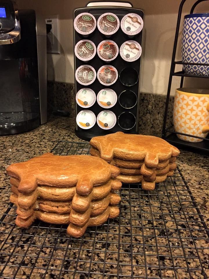 Cochinitos (pan Mexicano) Receta tradicional y deliciosa para el café de las tardes Ingredientes: 3 tazas de harina 1/4 de cucharadita de sal 3/4 de cucharaditas de bicarbonato 1/2 taza de manteca vegetal (puedes usar sabor mantequilla) 2 huevos 1 taza de agua 2 piloncillo...