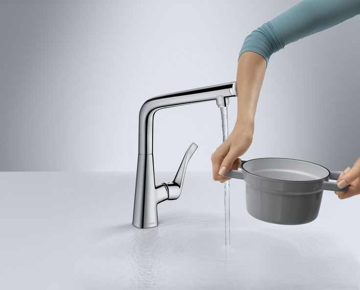 The Metris Select #kitchen #mixer regulates water at the touch of a button and makes your workflow smoother