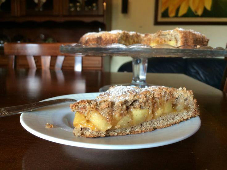 Cuor di mela al grano saraceno , marmellata di albicocche , granella di amaretti e cannella