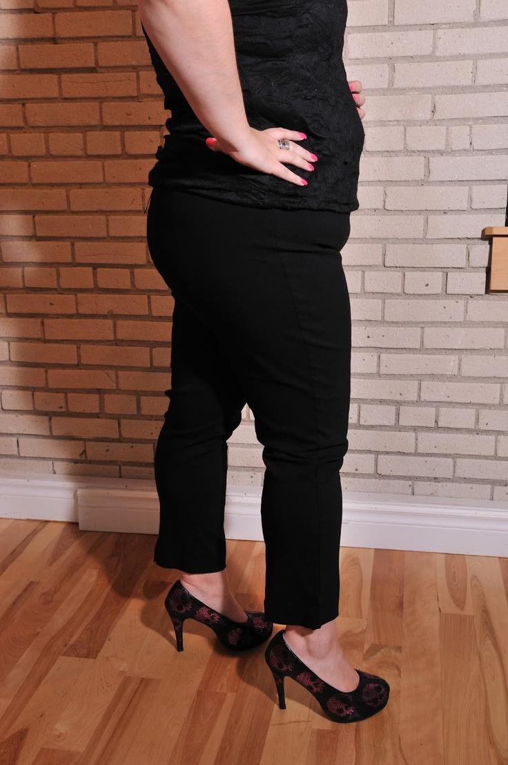 Pantalon noir aux chevilles, taille 18 / PRIX: 34.99$    Black ankle pants, size 18 / Price 34.99$