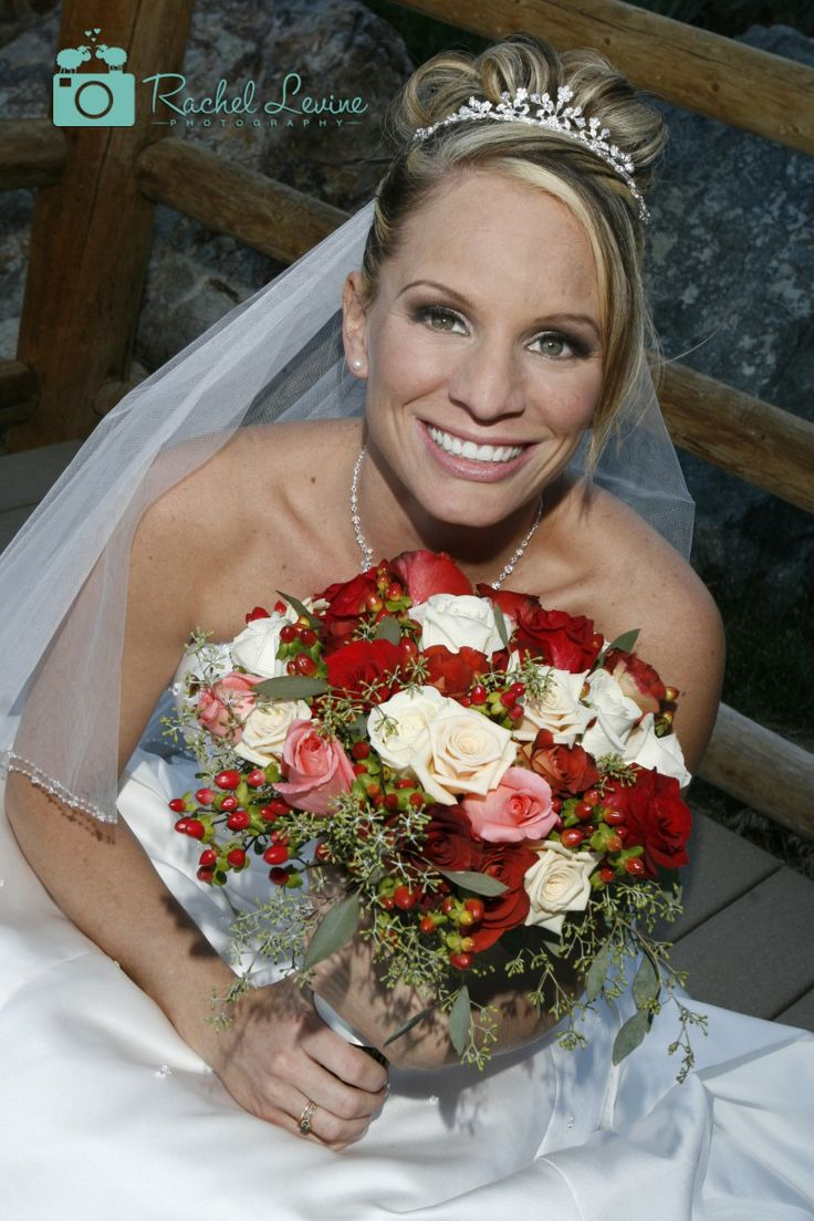 Red roses with some white feel superb a bride in her wedding.Don't you believe! #wedding #marriage #rusticwedding #bouquet #bride http://www.rachellevinephoto.com/
