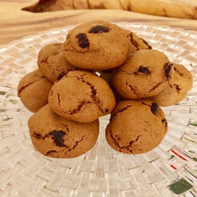VEGAN CRANBERRY GINGERBREAD COOKIE BALLS www.veganleeks.com