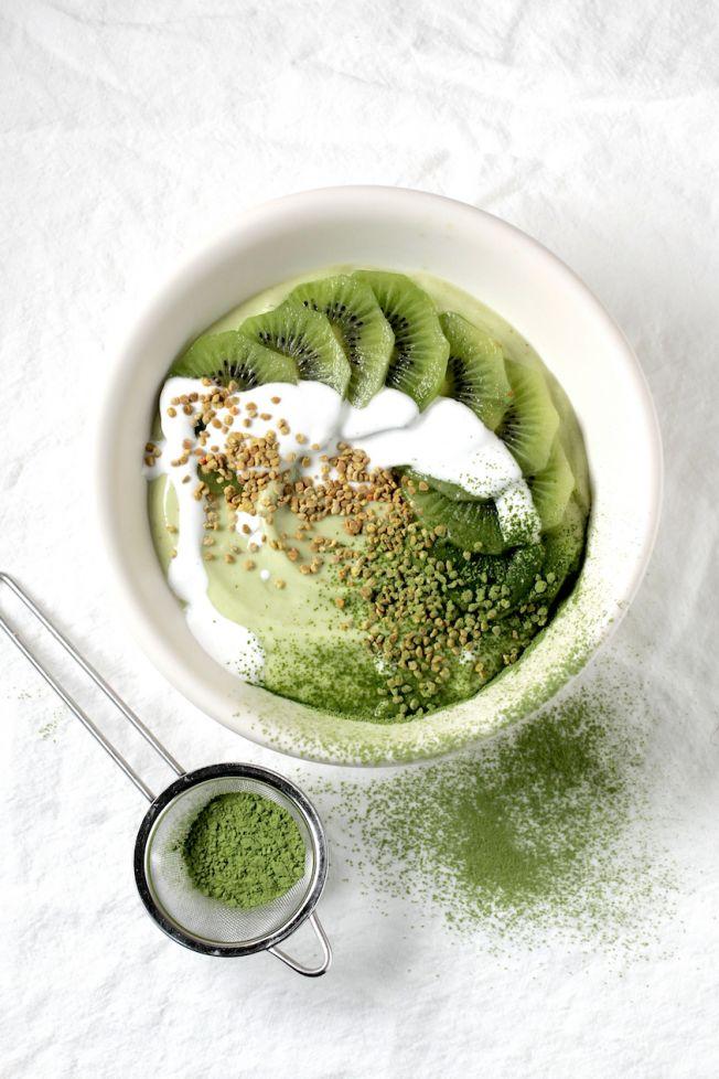 ... green matcha smoothie bowl ...