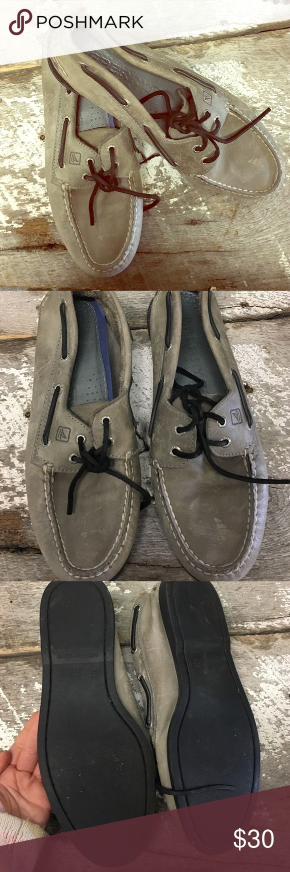 Men's Sperry Top-Sider, Size 9.5 Sperry Top-Sider, Men's 10. Grey leather shoe. Black leather shoe strings. Black rubber outsole. Sperry Top-Sider Shoes Flats & Loafers