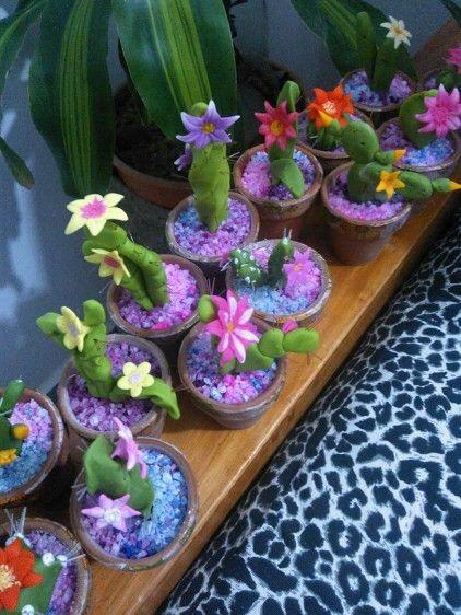 Cactus en porcelana fria