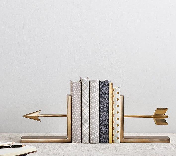D'une façon générale les flèches sont le symbole universel du dépassement, un affranchissement imaginaire de la distance et de la pesanteur.