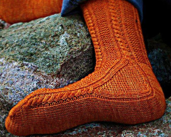 Paper moon socks : Knitty Deep Fall 2011