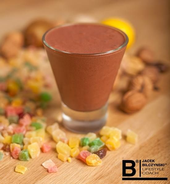 Dietetyczny czekoladowy pudding  Składniki: - 150g lekkiego twarożku homogenizowanego - 1/2 łyżeczki naturalnego kakao - 2 łyżeczki żelatyny spożywczej - stewia - szczypta cynamonu - 50ml wody  Przygotowanie: W 50ml gorącej wody rozpuścić stewię (około 5 tabletek) oraz żelatynę. Dodać twarożek, kakao i cynamon. Dokładnie wymieszać i odstawić na około 3 godziny do lodówki.  Kaloryczność: 127 kcal  Białko: 20g Tłuszcz: 3g Węglowodany: 5g #dieta #fit #czekolada