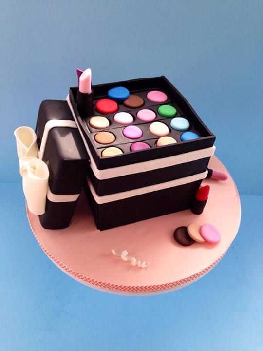 Makeup Birthday Cake Ideas : Best 25+ Makeup cakes ideas on Pinterest Makeup birthday ...