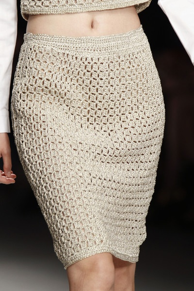 Nude Crochet skirt ♪ ♪ ... #inspiration_crochet #diy GB http://www.pinterest.com/gigibrazil/boards/